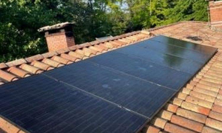 Pose de panneaux photovoltaïques - KIT 2KW avec micro onduleur Enphase à Noaillan - Algo Standing