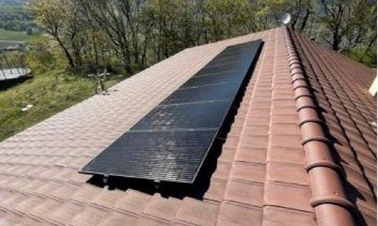 Pose de panneaux photovoltaïques - KIT 2KW avec micro onduleur Enphase - Crêts-en-Belledonne - Algo Standing